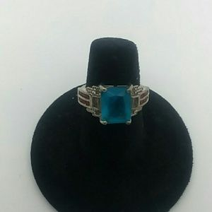 💍Size 6 Silver-Tone Ring With Blue Gem